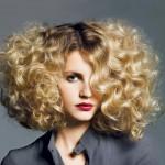Jak czesać kręcone włosy