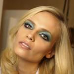 Kolorowy makijaż oczu na wakacje