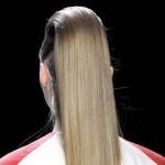 Jak prostować włosy prostownicą