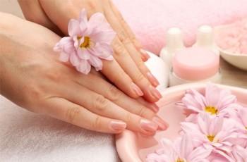 5 rad, jak zadbać o suchą, popękaną skórę dłoni