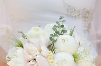Biały bukiet ślubny - 7 propozycji