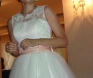 nietuzinkowa sukienka ślubna