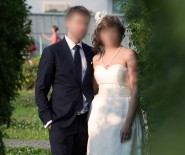 elegancka suknia ślubna z salonu Madonna- rozm.42; materiał mikado