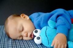Dziecko nie zasypia we własnym łóżeczku - praktyczne porady