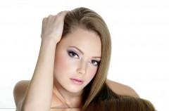 Zabieg keratynowej odnowy struktury włosa