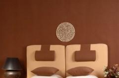 Sypialnia w kolorach ziemi od Dekorii