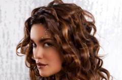 Szybkie modelowanie kręconych włosów