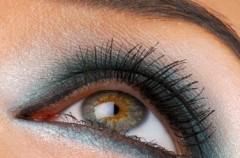 Kredka do brązowych oczu