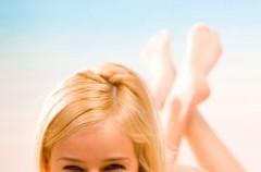 Jak wygląda krok po kroku procedura prostowania włosów przy pomocy żelazka?