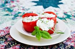 Pomidory faszerowane fetą - Lekka kuchnia We-Dwoje.pl