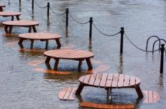 Niszczycielska moc wody - krótki poradnik na wypadek powodzi
