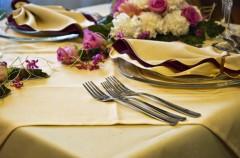 Jak rozsadzić gości przy weselnym stole?