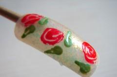 Jak zrobić róże na paznokciach?