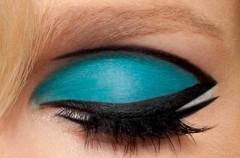 Niebiesko-czarne oko