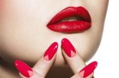 Trójkątny moon manicure - hit wiosny 2013
