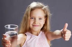 Jak przekonać dziecko do picia wody?