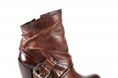 Brąz idealny na jesień - obuwie Venezia jesień 2010