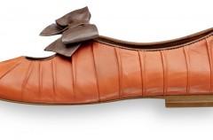 Pantofle z kokardką - Kobiece propozycje na wiosnę 2012