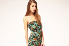 Ubrania i dodatki z tropikalnym deseniem