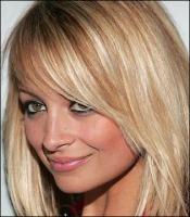 Z blondynki w brunetkę