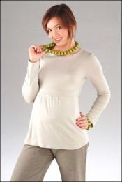 Kobiece i praktyczne bluzki ciążowe na chłodne dni przedwiośnia
