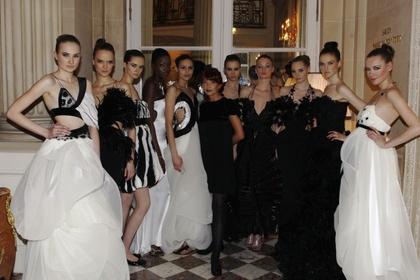 """Black Obsession"" Ewy Minge na Paris Fashion Week"