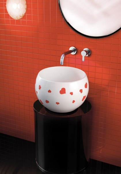 Zakochana umywalka - walentynki w łazience