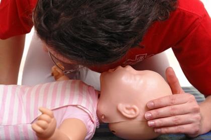 Jak poprawnie przeprowadzić resuscytację krążeniowo-oddechową u osoby dorosłej?