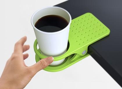 Klamerkowa podstawka na kubek z kawą