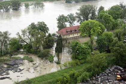 Wielka fala zalewa Polskę