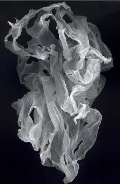 Niezwykła wystawa... torebek foliowych w galerii Jana Murphy'ego