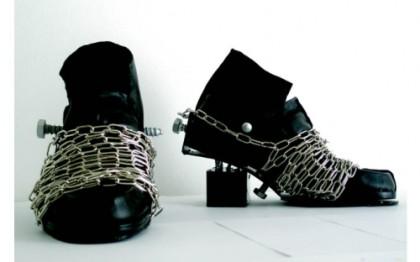 Buty na łańcuchu