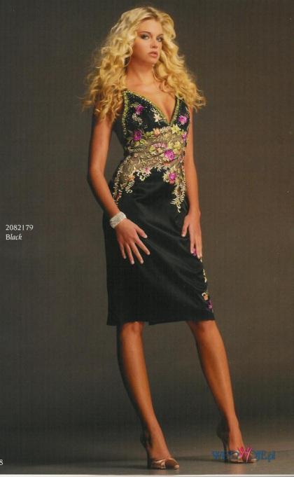 платье с открытой спиной и вырезом на ноге
