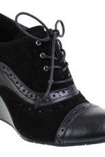 czarne botki CCC na koturnie - moda jesienna