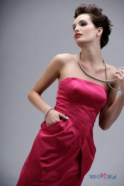 różowa sukienka wieczorowa Modesta odkryte ramiona - jesień/zima 2010/2011