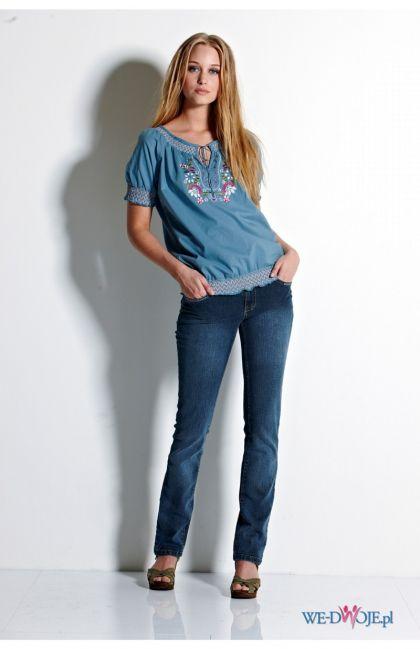 błękitna bluzka Halens ze zdobieniami - kolekcja jesienno-zimowa