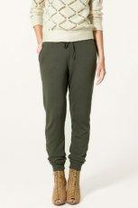 ciemnozielone spodnie ZARA - kolekcja jesienno-zimowa