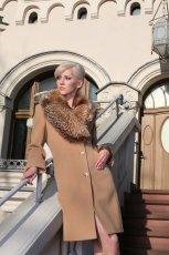 be�owy p�aszcz Warmia z futerkiem - kolekcja jesienno-zimowa