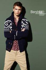 granatowy sweter Bershka - jesie�/zima 2010/2011
