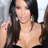 Kim Kardashian - fryzury i makija�e wieczorowe gwiazd