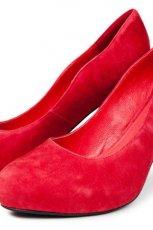 czerwone pantofle Reserved z zamszu - wiosenna kolekcja