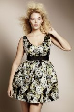 czarna sukienka H&M w kwiaty - moda 2011