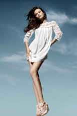 bia�a sukienka H&M - wiosna/lato 2011