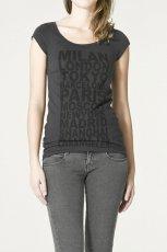 grafitowy t-shirt ZARA - moda 2011
