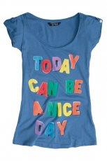 niebieski t-shirt Pull and Bear z nadrukiem - z kolekcji wiosna-lato 2011