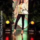 czarne spodnie, marynarka ecru, seledynowa bluzka marki Su - wiosna/lato 2011