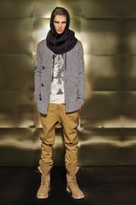 szary sweter Bershka - kolekcja jesienno-zimowa