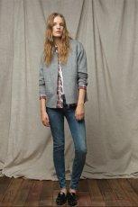 niebieskie d�insy ZARA rurki - moda 2011/2012