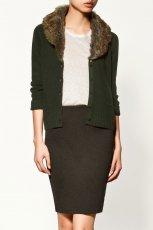ciemnozielony sweter ZARA z futerkiem - trendy na jesie�