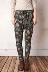 spodnie Pull and Bear w kwiaty - jesie�/zima 2011/2012